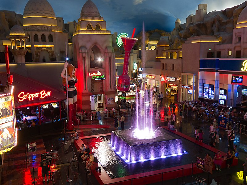 cosa vedere a las vegas - The Rainstorm and Fountains at Miracle Mile Shops